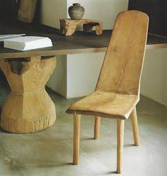 Intérieur : mobilier, chaise en bois sculpté