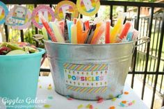 20 Easy & Creative Outdoor Party Projects Find the perfect projects for DIY ways to dress up your backyard for summer parties! The post 20 Easy & Creative Outdoor Party Projects appeared first on Outdoor Ideas. Park Birthday, 3rd Birthday Parties, 2nd Birthday, Beach Ball Birthday, Birthday Ideas, Sommer Pool Party, Pool Party Kids, Pool Party Snacks, Pool Party Favors