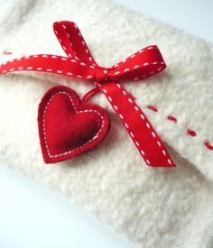 Felt envelope with heart Heart Day, I Love Heart, Happy Heart, Valentine Crafts, Be My Valentine, Christmas Crafts, Fabric Hearts, Quilt Festival, Red Felt