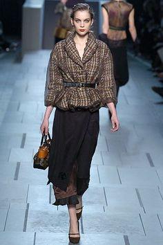 Louis Vuitton Fall 2005 Ready-to-Wear Fashion Show - Kim Noorda