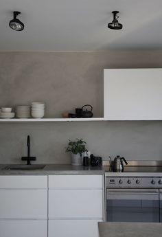 Kabe + steel + white Updated Kitchen, New Kitchen, Kitchen Dining, Kitchen Cabinets, Handleless Kitchen, Industrial House, Wall Treatments, Kitchens, Home Decor
