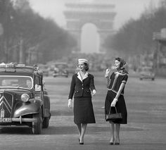 1955 Models in suits by Chanel, photo by Willy Rizzo, Paris Coco Fashion, Chanel Fashion, 1950s Fashion, French Fashion, Paris Fashion, Fashion Bags, Vintage Fashion, Women's Fashion, Fashion Photo