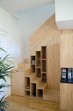 Bücherregal im Treppenhausdesign zur Raumoptimierung diy intérieure maison mariage decoration design moderne decoration Loft Stairs, House Stairs, Under Stairs, Basement Stairs, Open Basement, Basement Ideas, Interior Stairs, Interior Architecture, Stairs Architecture