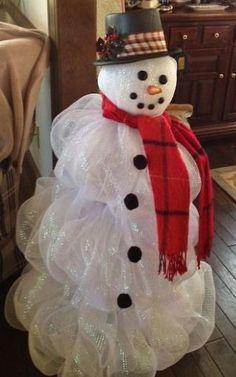 Deco Mesh Snowman - Tomato cage base and white lights #Christmas Decor| http://christmas-decor-styles.lemoncoin.org