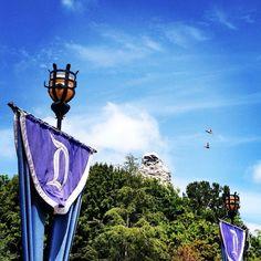 Happy Matterhorn Monday! #Disneyland #dland #disneylandresort #dlr #disneyparks #happiestplaceonearth #fantasyland #disneyland60 #matterhornbobsleds #matterhornmonday #DisneyLights by happiest_at_disney