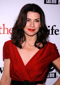 The Good Wife season 2 premiere 2010 - Julianna Margulies