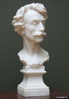Buste de Jean-Léon Gérôme. La forme du buste, comme brisé dans sa partie inférieure, rappelle une œuvre antique abîmée par le temps.