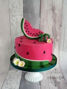 Many individuals don't think about going into company when they begin cake decorating. Many folks begin a house cake decorating com Fancy Cakes, Cute Cakes, Fondant Cakes, Cupcake Cakes, Super Torte, Cake Pop Designs, Watermelon Birthday Parties, Summer Birthday, Summer Cakes