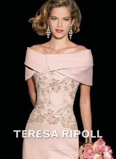 Collection of Teresa Ripoll 2014 Godmother dress made in chantilly with the silk organza base . Mother Of Bride Outfits, Mother Of Groom Dresses, Mothers Dresses, Mother Of The Bride, Mob Dresses, Fashion Dresses, Formal Dresses, Elegant Dresses, Beautiful Dresses