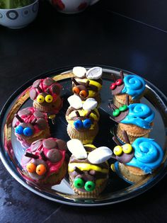 Minibeast cupcakes Love these! What The Ladybird Heard Activities, Minibeasts Eyfs, Insect Activities, Outdoor Fun For Kids, No Bake Treats, Cooking With Kids, Food Gifts, Themed Cakes, Childminding Ideas