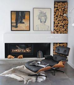 kaminholz im wohnzimmer lagern - gestappeltes brennholz im