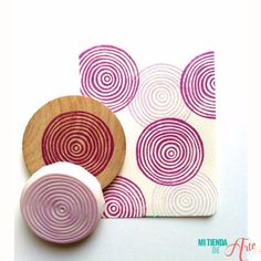 carimbo feltro hand carved rubber stamp by talktothesun. shape + pattern stamp series for your diy crafts, scrapbooking, block printing + art journals. Diy Scrapbook, Scrapbooking, Stamp Carving, Handmade Stamps, Handmade Art, Fabric Stamping, Stamp Printing, Block Printing On Fabric, Gelli Printing
