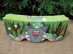 Painted Paver -- Cute design for a summer garden. It never occurred to me to upend the garden stone. Painted Bricks Crafts, Brick Crafts, Painted Pavers, Painted Rocks, Painting Cement, Tole Painting, Diy Painting, Garden Pavers, Garden Edging