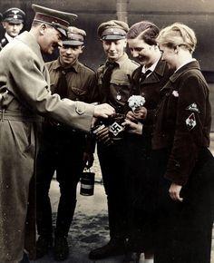 Adolf Hitler — kotterias:   Adolf Hitler with Hitlerjugend.