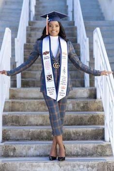 Graduation Look, College Graduation Photos, College Graduation Pictures, Graduation Picture Poses, Graduation Photoshoot, Grad Pics, Grad Pictures, Graduation Portraits, Senior Portraits