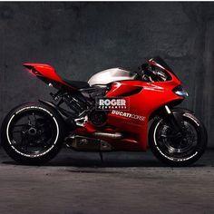 Ducati 1199 Panigale S Ducati Desmo, Ducati Motorbike, Ducati 1299 Panigale, Moto Ducati, Moto Bike, Racing Motorcycles, Motorcycle Bike, Custom Street Bikes, Custom Sport Bikes