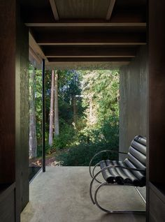 Kabine bei Longbranch von Olson Kundig in Washington, USA - Dekoration De Timber Cabin, Timber Roof, Global Design, Modern Design, Cabana, Interior Exterior, Interior Design, Steel Columns, Roof Structure