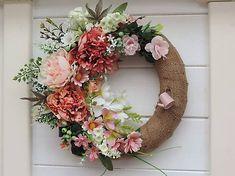 Clarah / Celoročný veniec na dvere s pivonkami Grapevine Wreath, Grape Vines, Floral Wreath, Wreaths, Decor, Floral Crown, Decoration, Door Wreaths, Vineyard Vines