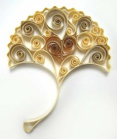 I would love to learn how to make this! Crafting Creatures - ginkgo leaf made of quilling paper with gold gilded edge. Quilled Paper Art, Origami Paper, Diy Paper, Quilling Patterns, Quilling Designs, Iris Folding, Quilling Cards, Gold Gilding, Paper Cards