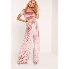 Pleats, please! Make ripples and cause a 'lil chaos in this crop. Featuring a sweet rose pink hue, velvet ripple effect, elasticated waistband for an extra comfy fit and a wide leg style, we're teaming up with the matching crop top and bare. Pink Trousers, Pink Pants, Trousers Women, Pants For Women, Wide Leg Cropped Pants, Wide Leg Trousers, Velvet Pants, Missguided, Fashion Outfits
