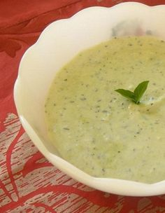 Another twist to the classic Greek Tzatziki is to make it with avocado and purslane. Greek Recipes, Real Food Recipes, Healthy Recipes, Wild Edibles, Tzatziki, Healthy Appetizers, Spanakopita, Menu Planning, Health Coach