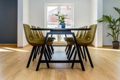 Parkettgulv Dining Chairs, Dining Table, Furniture, Home Decor, Dining Room Table, Decoration Home, Room Decor, Dining Chair, Home Furniture