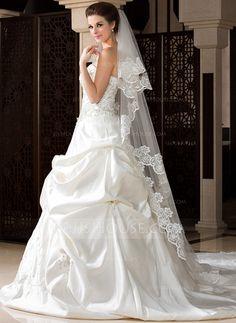 Two Tier Chapel Bridal Veils With Lace Applique Edge 006036670