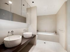 Modern bathroom design with recessed bath using tiles - Bathroom Photo 1121998