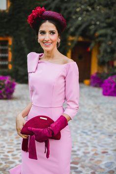 Look invitada boda kate middleton vestido rosa diadema comunion bautizo Kate Middleton, Gloves Fashion, Special Occasion Outfits, Shades Of Blue, Chic, Wedding Styles, Bridesmaid Dresses, Princess, Formal