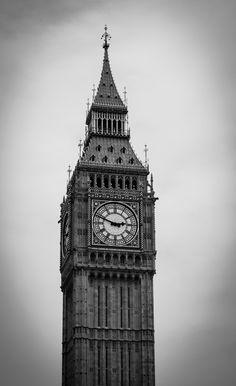 Londres - Inglaterra - Fotografia de autoria própria e impressa no processo Fine Art  - Papel fotográfico Hahnemühle Photo Luster 260 gsm - Moldura nas cores branca ou Preta  - As dimensões (altura e largura) podem ser adaptadas à sua necessidade/espaço. 15x21 = R$ 66,00 20x30 = R$ 86,00 30x40 = R$ 126,00 40x50 = R$ 240,00 https://vitrine.elo7.com.br/suafotonaparede