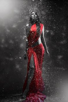 Beautiful colorful pictures and Gifs: Rojo y Negro-Black and Red Pictures Red Pictures, Colorful Pictures, Color Splash, Wolves And Women, Fantasy Kunst, Dark Beauty, Red Riding Hood, Shades Of Red, Lady In Red