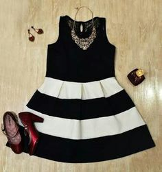 Vestido preto e branco em listras