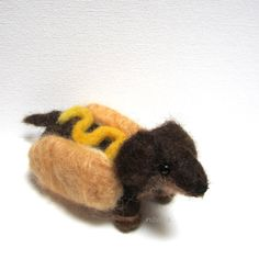 Etsy http://www.etsy.com/nl/listing/153934965/hot-dog-wiener-dog-needle-felted