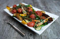 Gegrilltes Gemüse ist vielseitig, gesund und lecker! Gegrilltes Gemüse und Kräuter Öl Marinade harmonieren besonders gut.