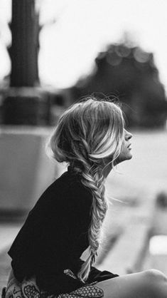 Lonely Blonde Girl Waiting Sidewalk IPhone 5s Wallpaper Hair Inspiration Messy Hairstyles
