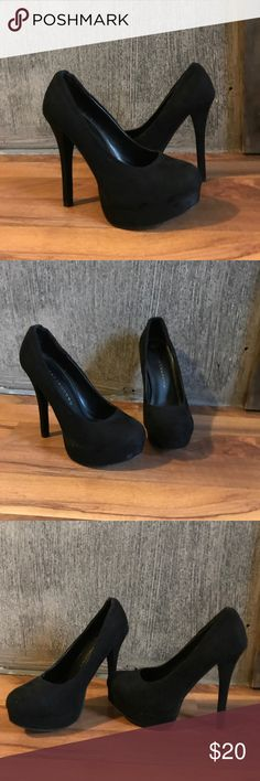 ✨Chinese Laundry velvety Platform 👠 Sexy velvet feel Platform pumps❣️Only worn a few times❣️my loss your gain. Small wear mark right side right Platform. See photos. Chinese Laundry Shoes Heels