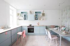 cozinha-decorada-com-nichos-e-cor-de-bala-de-goma, blog Achados de Decoração