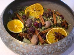 Home made Christmas Potpourri Dried Orange Slices, Dried Oranges, School Christmas Presents, Homemade Potpourri, Christmas Hamper, Laurel Leaves, Star Anise, Autumn Decorating, Dyi Crafts