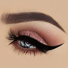 Cat's Eyes 25 GORGEOUS EYE-MAKEUP LOOKS FOR BLUE EYES - Fashion Is My Petition