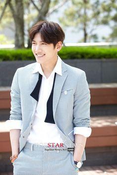 ❤❤ 지 창 욱 Ji Chang Wook ♡♡ that handsome and sexy look . Ji Chang Wook Smile, Ji Chang Wook Healer, Ji Chan Wook, Korean Star, Korean Men, Asian Men, Joon Gi, Lee Joon, Asian Actors