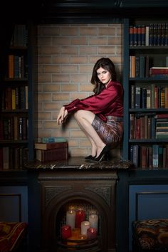 Alexandra Daddario by Elisabeth Caren 2014 Photoshoot with books Beautiful Celebrities, Beautiful Actresses, Beautiful Women, Alexandra Daddario Images, Sexy Librarian, Wattpad, Scarlett Johansson, Celebrity Pictures, Hollywood Actresses