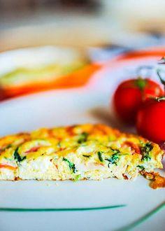 Omlet z pomidorami, szynką i szpinakiem  - etap 1