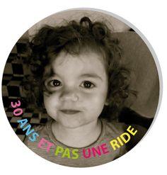 Badge rond anniversaire 30 ans - http://www.fairepartmagnet.com/produit-personnalise/628/badgeaimantvetementanniversaire30ans-4.html