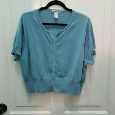 Jessica London Seafoam Green Crop Sweater NWOT 22/ Jessica London Seafoam Green Crop Sweater NWOT 22/24. Cute little sweater to wear over a dress or whatever you choose.Has some stretch to it. Jessica London Sweaters