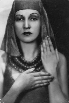 Madame d'Ora (Dora Kallmus) -  Portrait of the Princess Leila Beder Khan (or Leyla Bedirxan), Kurdish Dancer, c. 1930