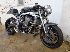 In Martek built two frames based on a to take the oil cooled 1100 motor. Guy Martin has one, this is. Gsxr 1100, Suzuki Gsx R 750, Guy Martin, Custom Street Bikes, Custom Cafe Racer, Cool Cafe, Street Fighter, Sport Bikes, Cool Bikes
