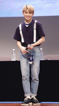 People say he's short, then u realise he's still taller then u