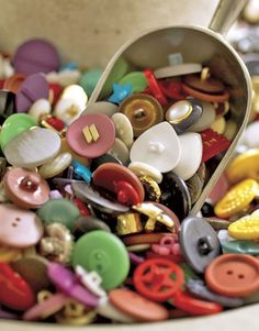 Vintage Buttons - Grandma used to let me go through her button box. Button Art, Button Crafts, Tiny Treasures, Sewing Notions, Sewing Box, Vintage Buttons, Vintage Tins, Vintage Stuff, The Good Old Days