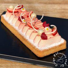 New wave tart Aardbeien frambozenkokos - Ciciya PâtisserieandCo Vegan Dessert Recipes, Pastry Recipes, Mousse Coco, Food Decoration, Dressage, Vanilla Cake, Berries, Sweets, Baking