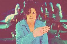 Michael Jackson using sign language in an alternate video for the single, They Don't Care About Us. Jackson Family, Jackson 5, Michael Jackson Gif, Jackson Music, Idole, King Of Music, The Jacksons, Sign Language, Wattpad